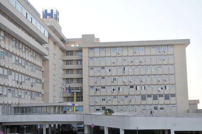 Lecce, terrore a scuola: tredicenne si lancia dalla finestra