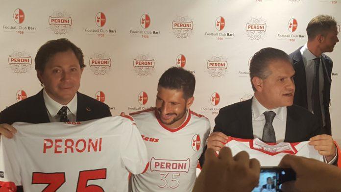 Presentata la nuova maglia del Bari con sponsor Peroni 3.5
