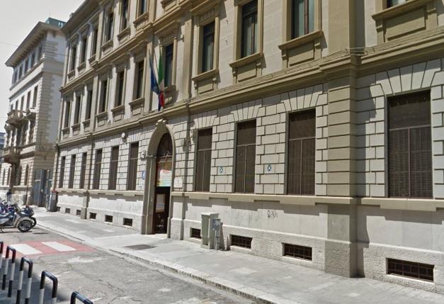 Bari, poliziotto schiaffeggia vigile urbano davanti ad una scuola