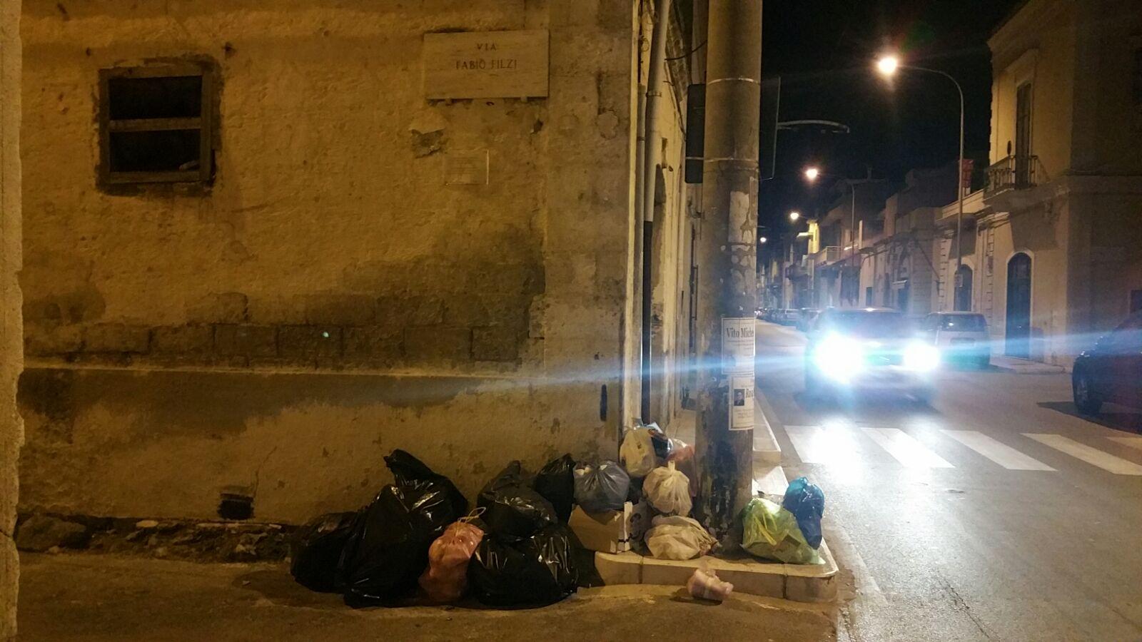 Carbonara Di Bari Storia bari, immondizia abbandonata sui marciapiedi: le strade di