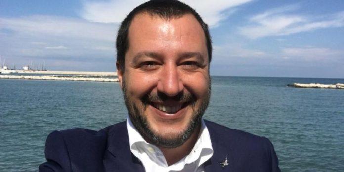 Manifestazione contro Salvini a Bari
