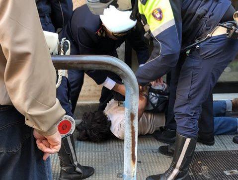 Bari, ruba una bottiglia di vino e tenta la fuga: Polizia Locale blocca ladro dopo una colluttazione - Il Quotidiano Italiano - Bari