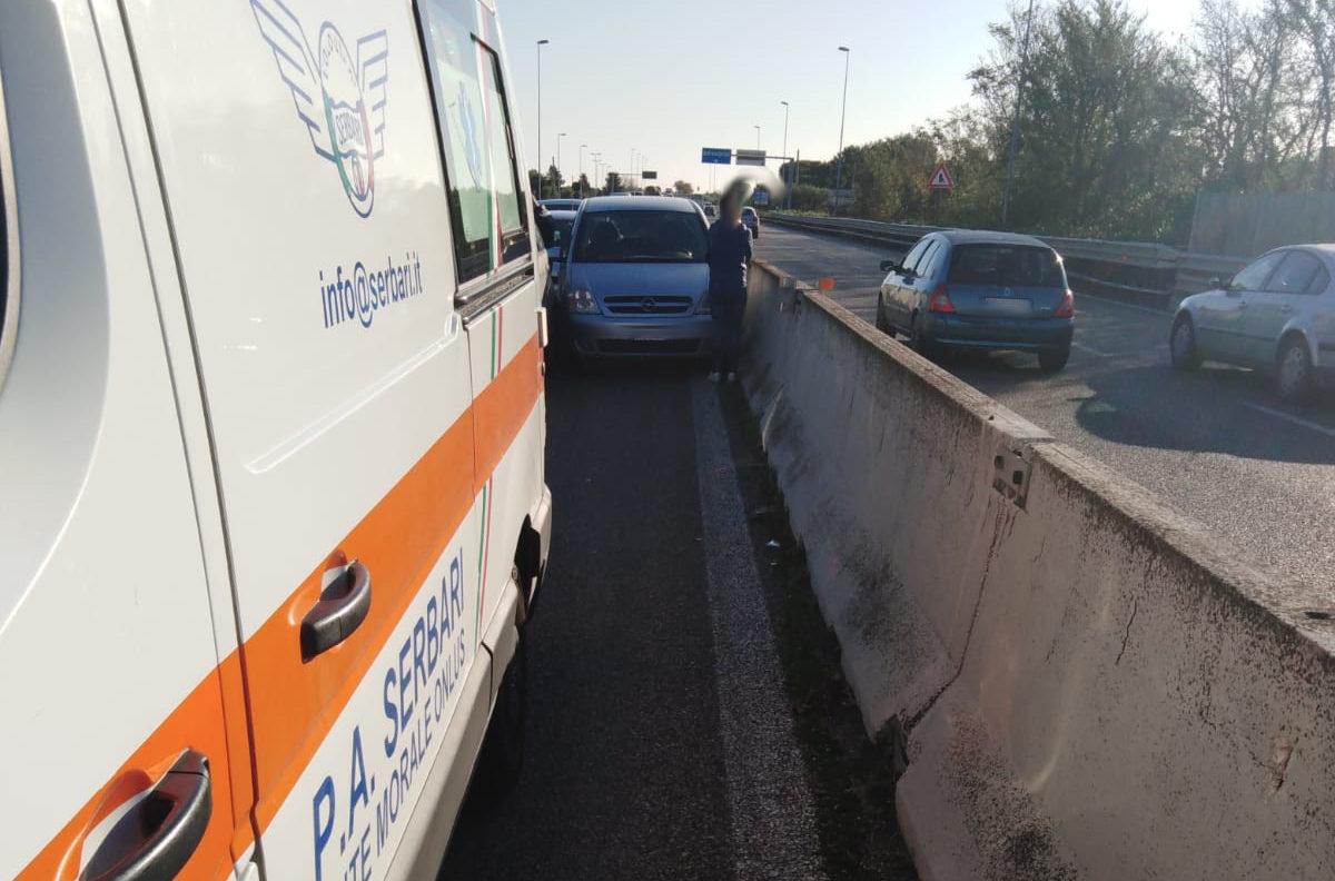 Bari, incidente tra 5 auto sulla ss16: ferita un donna. Traffico bloccato in direzione nord - Il Quotidiano Italiano - Bari
