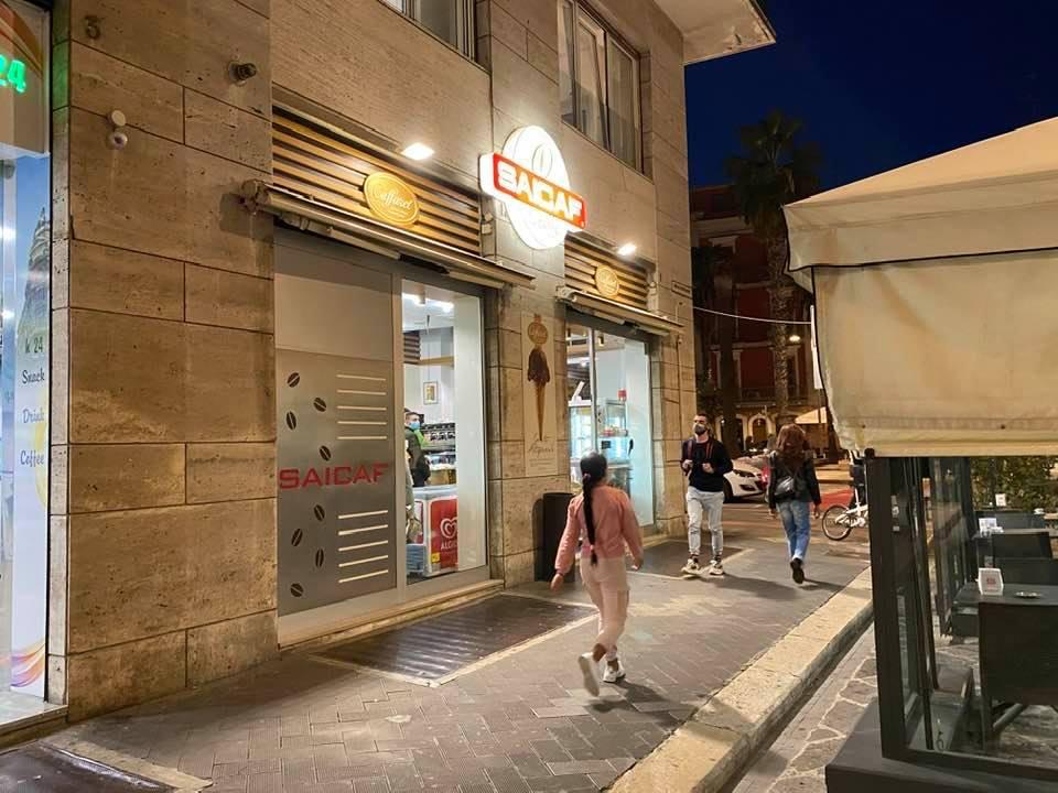 Bari, multa da 280 euro per un caffè al bancone oltre le ...